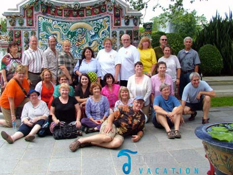 thai-medical-vacation-clients-group-shot